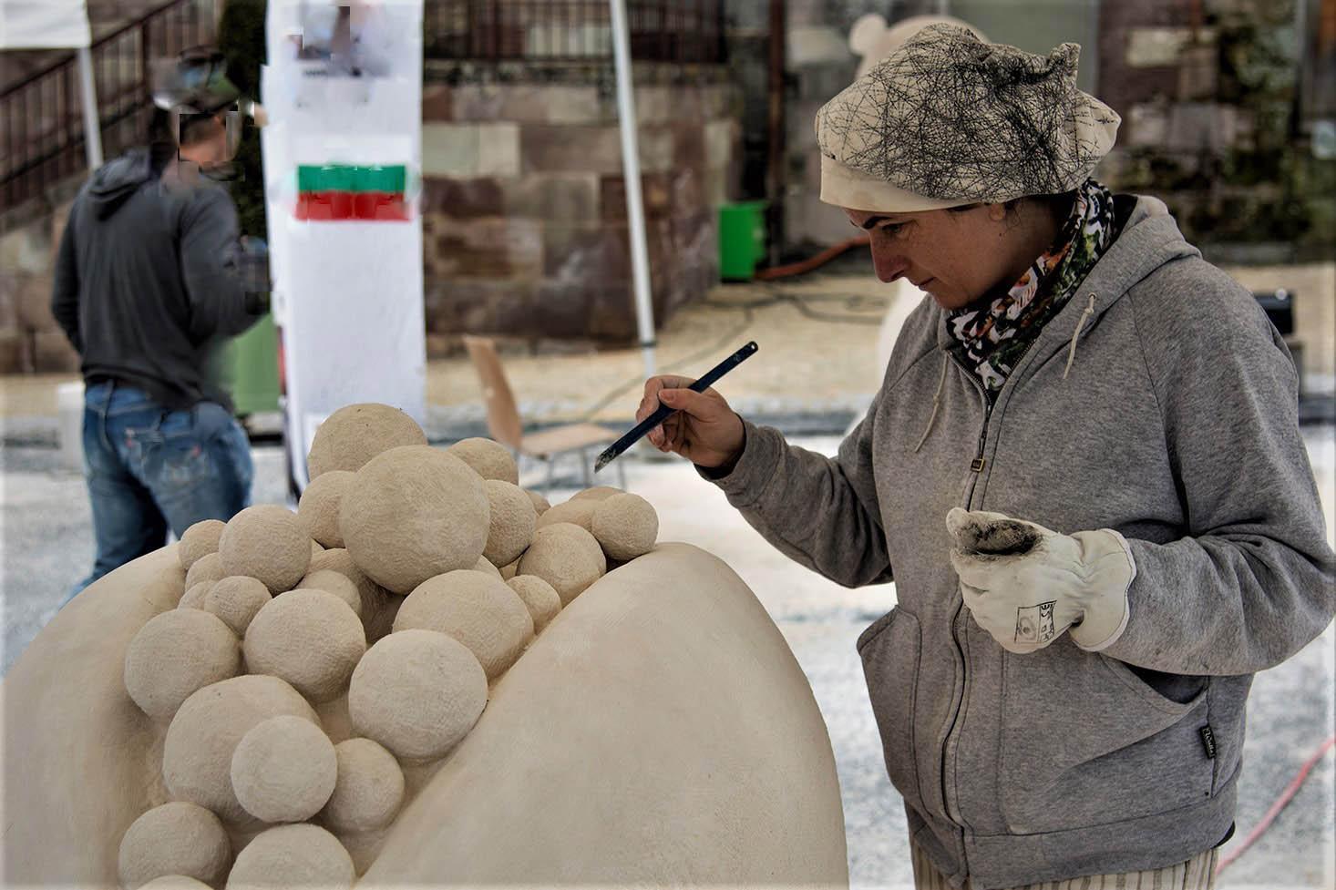 Emanuela Camacci working at Papaya stone sculpture